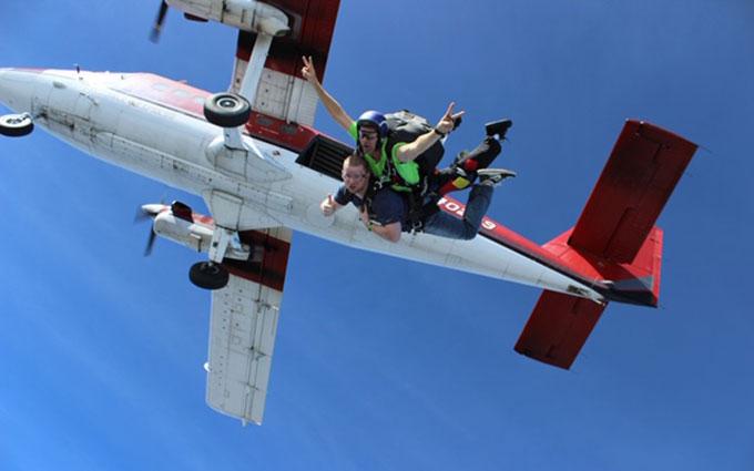 skydiving-caravan